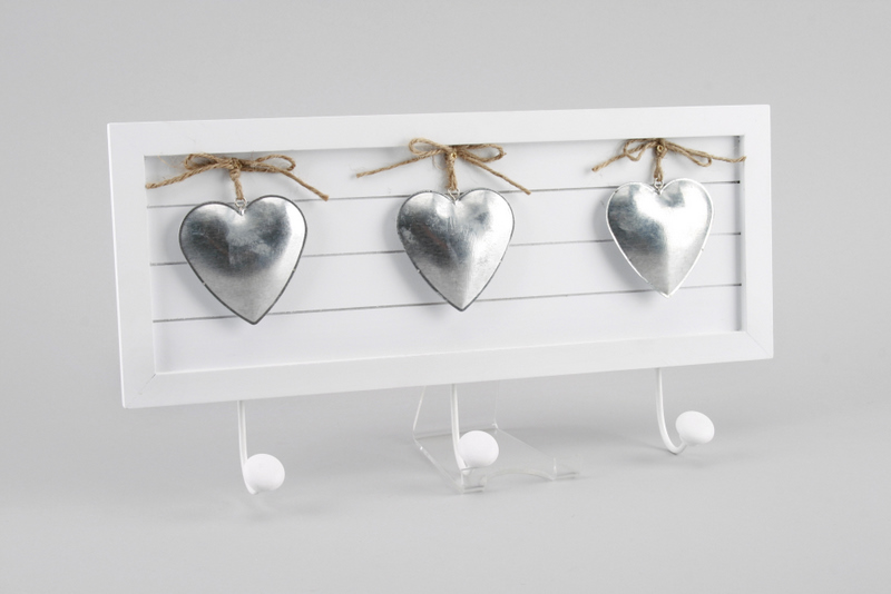 3-hook plaque with hearts